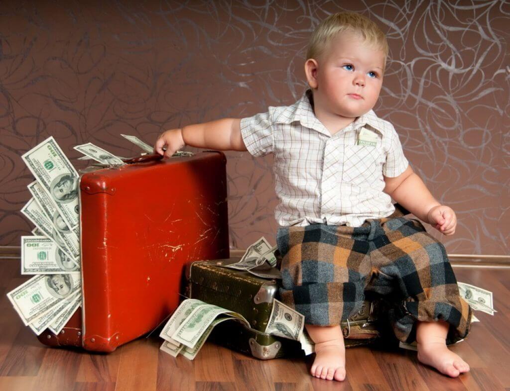 Пособие или компенсация по уходу за ребенком до 3 лет
